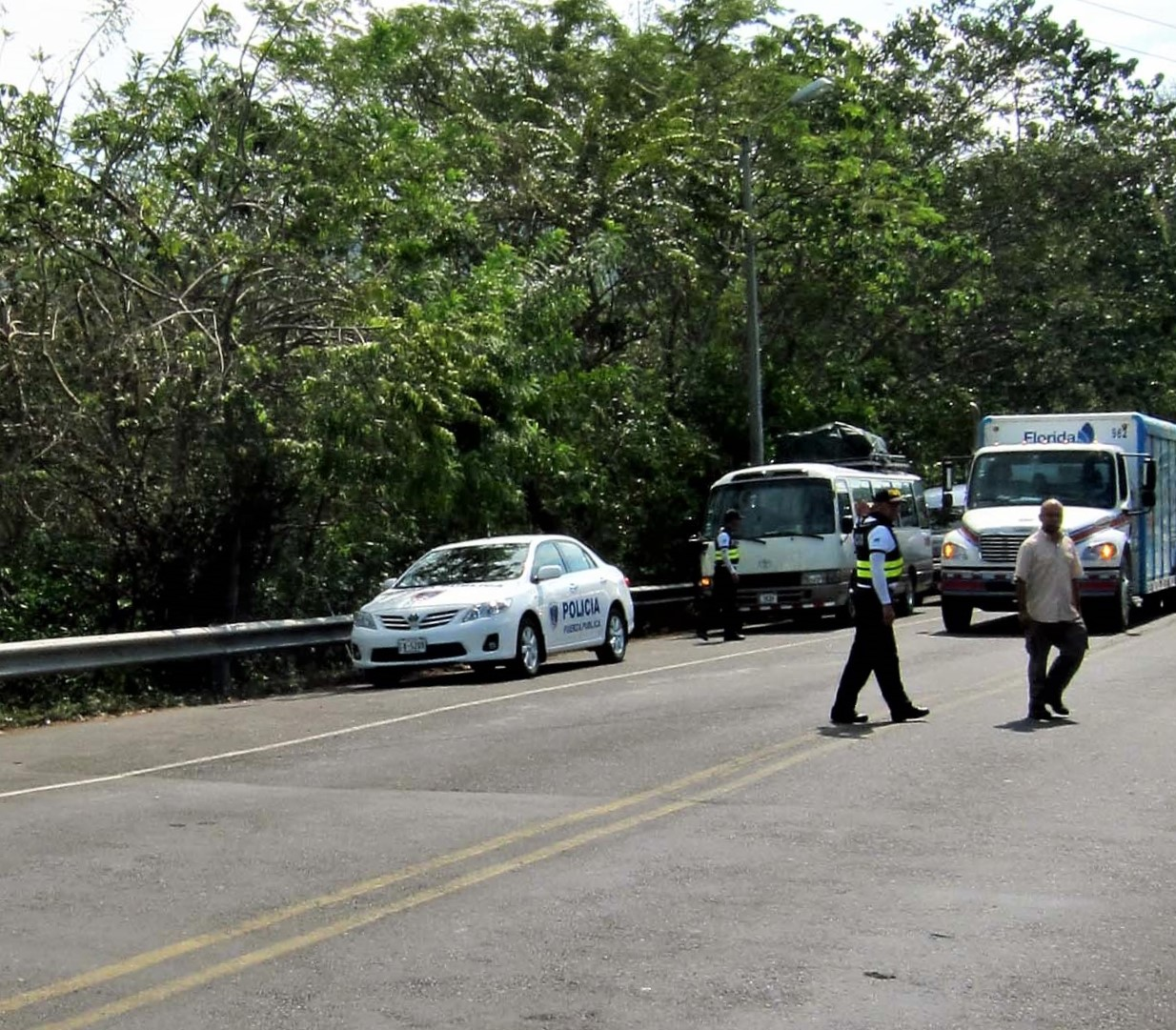 Police stopping traffic, Tarcoles Crocodile Bridge Costa Rica